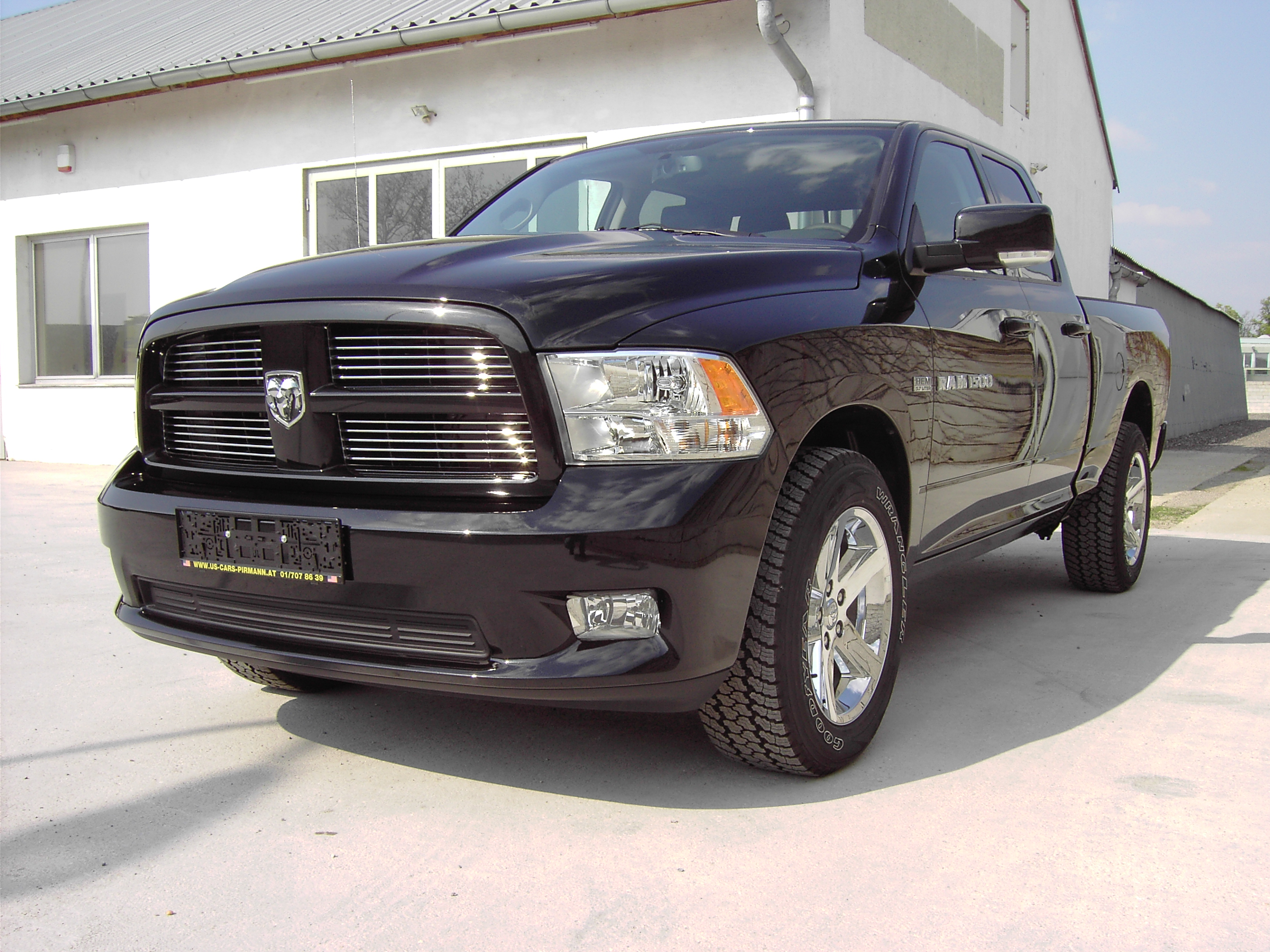 dodge ram 1500 quad cab sport schwarz modell 2012 ucpi. Black Bedroom Furniture Sets. Home Design Ideas