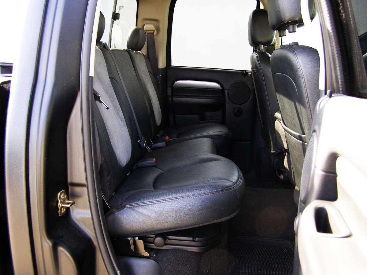 dodge ram 1500 quad cab laramie schwarzmatt ucpi. Black Bedroom Furniture Sets. Home Design Ideas
